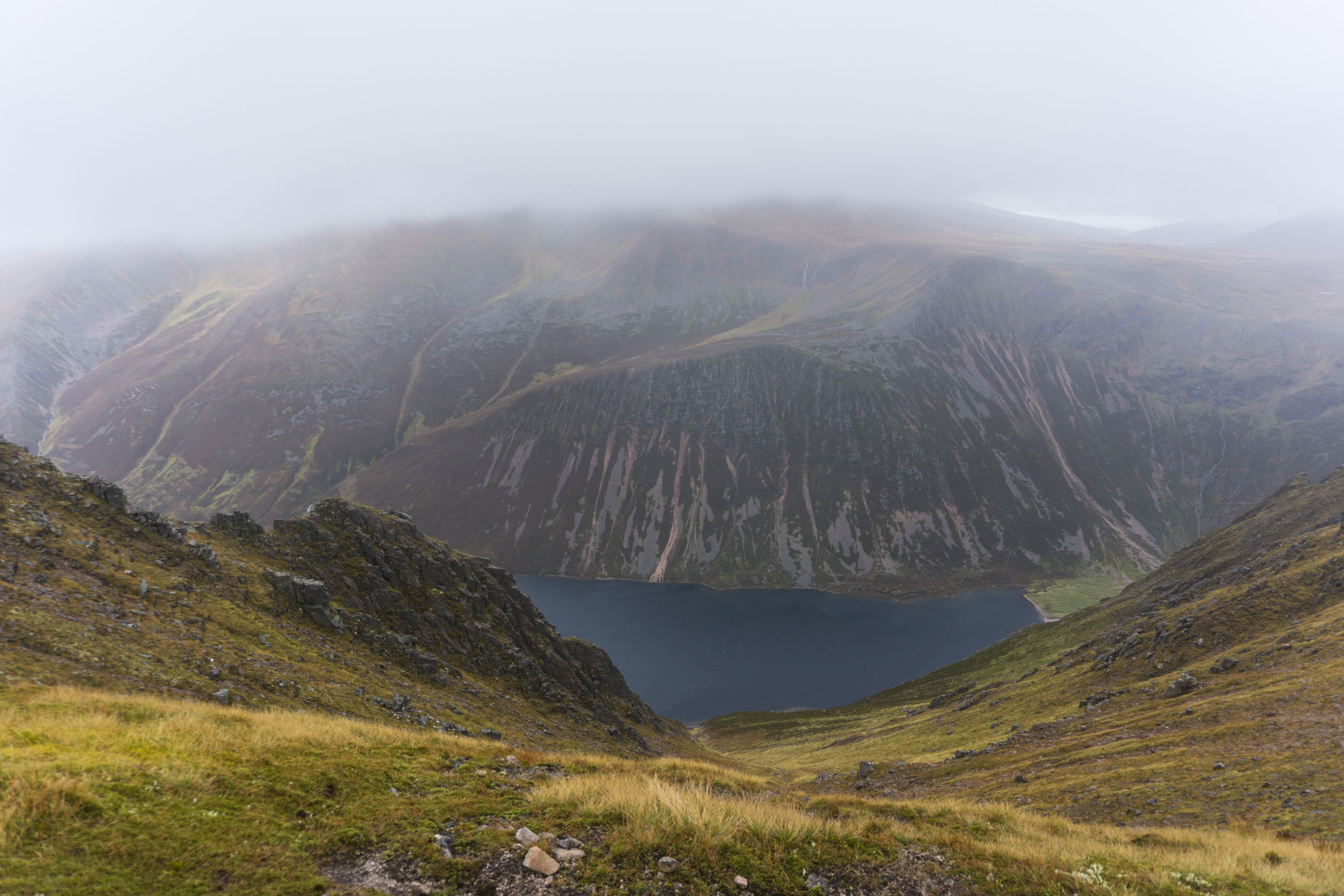 Vzhůru k Loch Einich v srdci Cairngorms