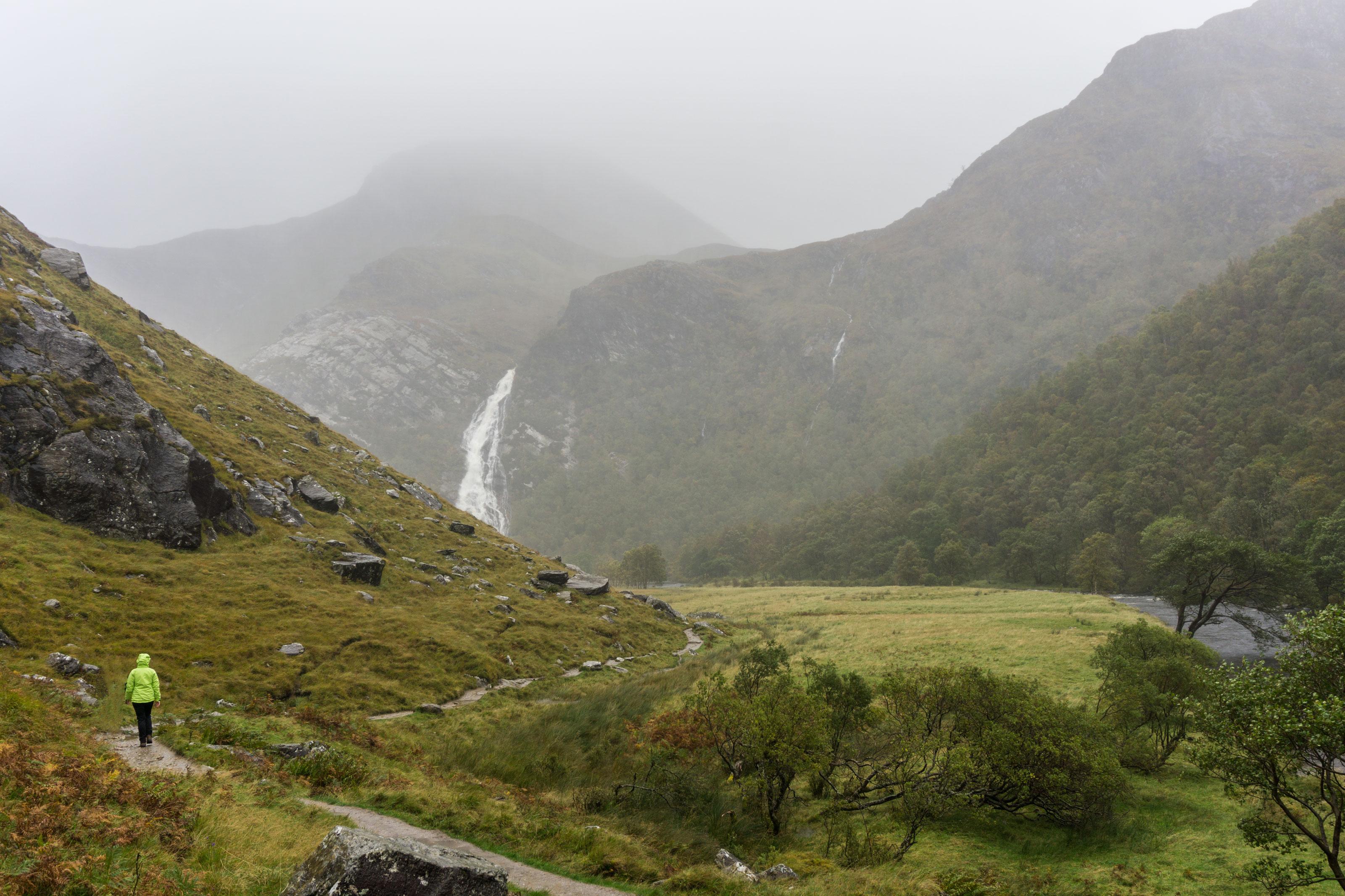 Deštivá cesta na sever přes Kilchurn Castle a Steall Falls