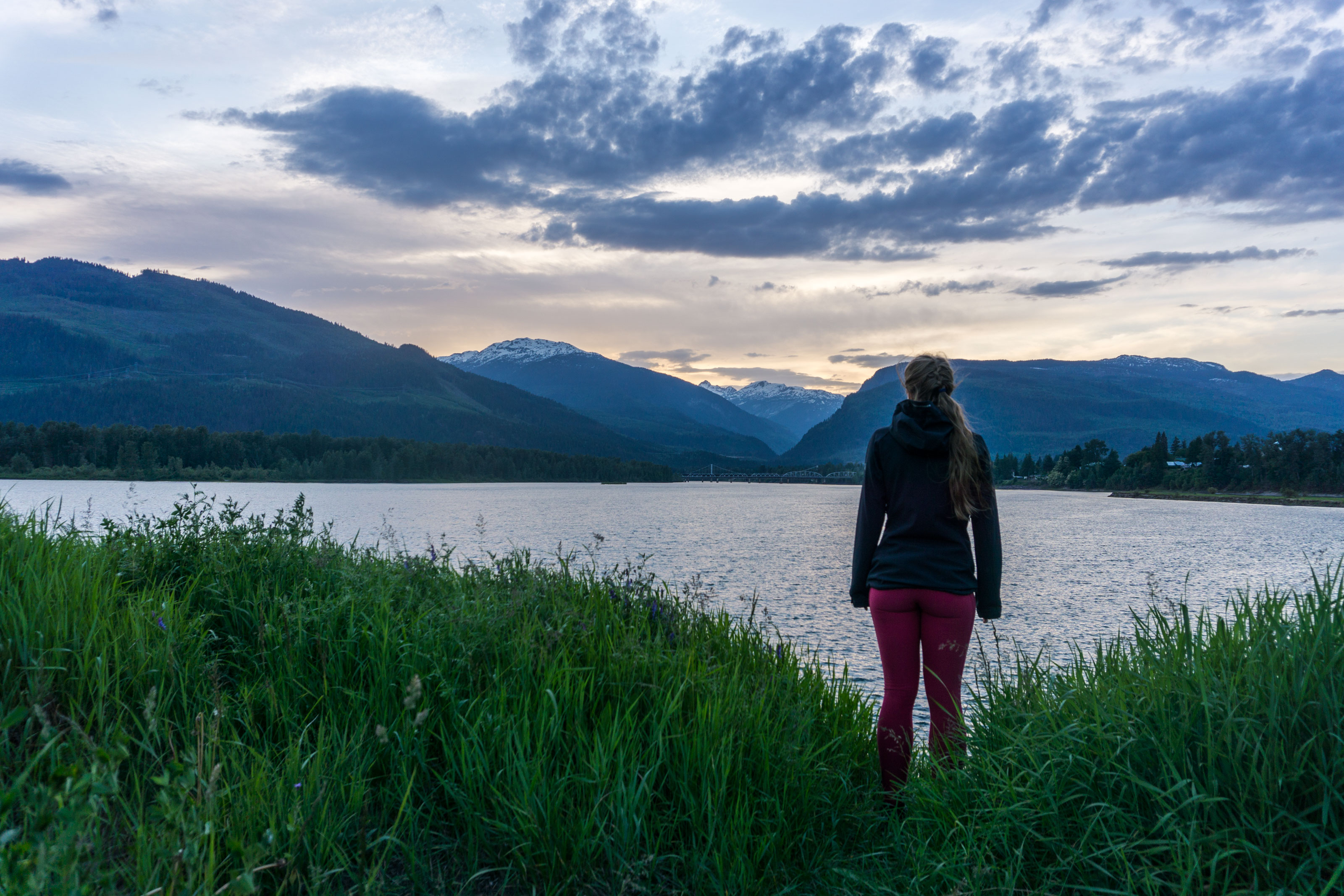 Zastávka nad Kamloops Lake a západ slunce nad Arrow Lake