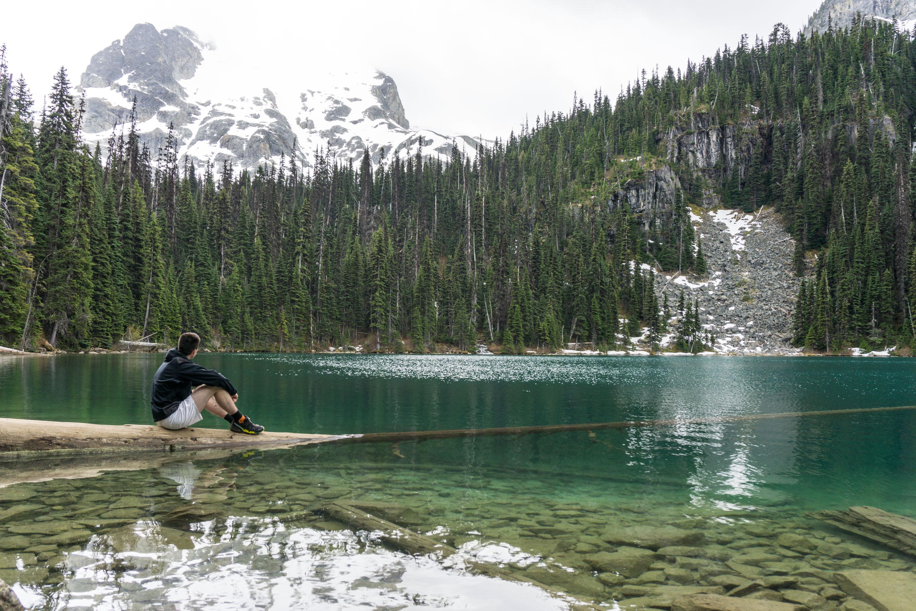 Kolem magických Joffre Lakes pod horské štíty a ledovce