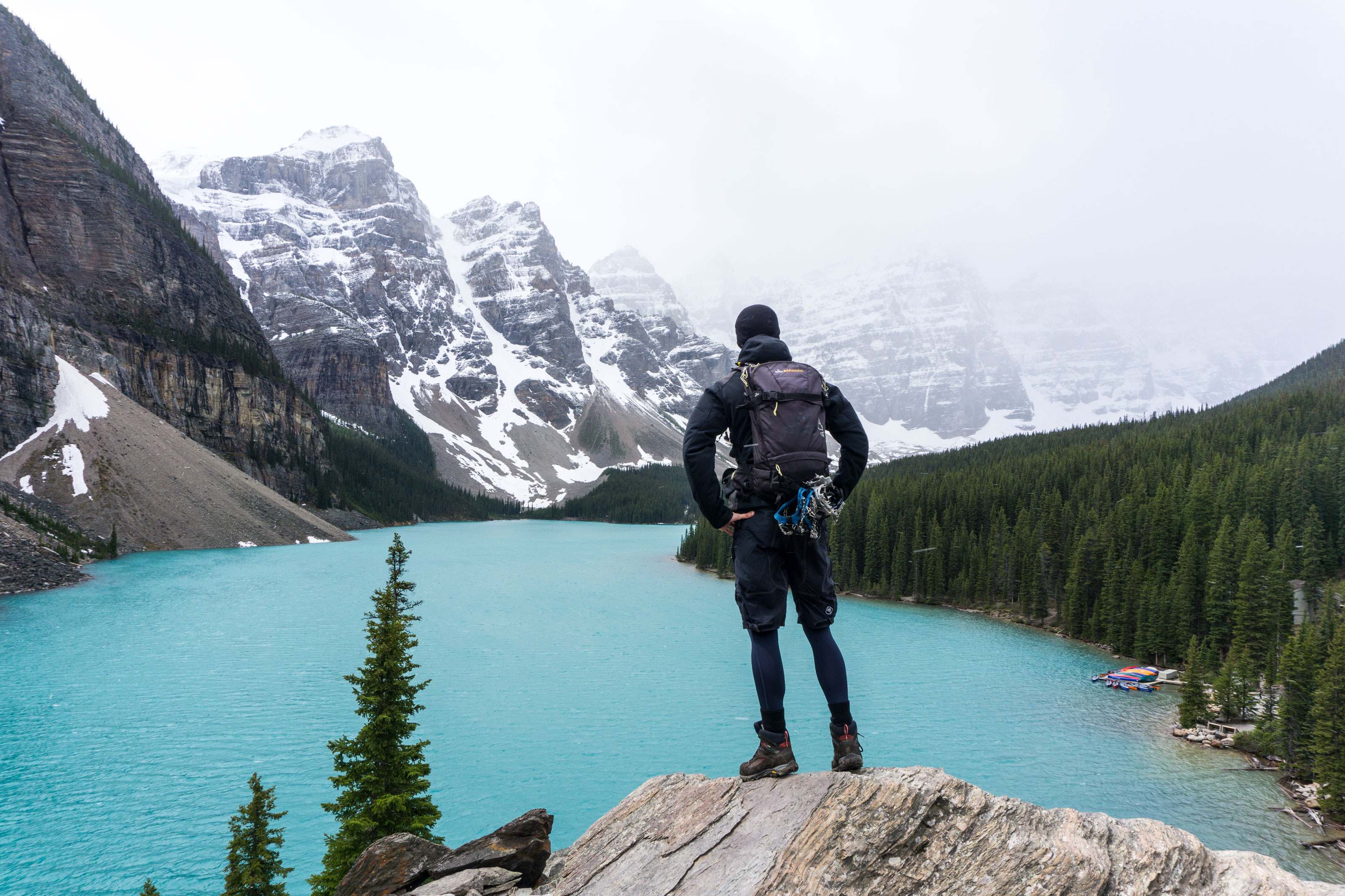 Kolem Moraine Lake v Údolí deseti vrcholů na Sentinel Pass a Eiffel Lake