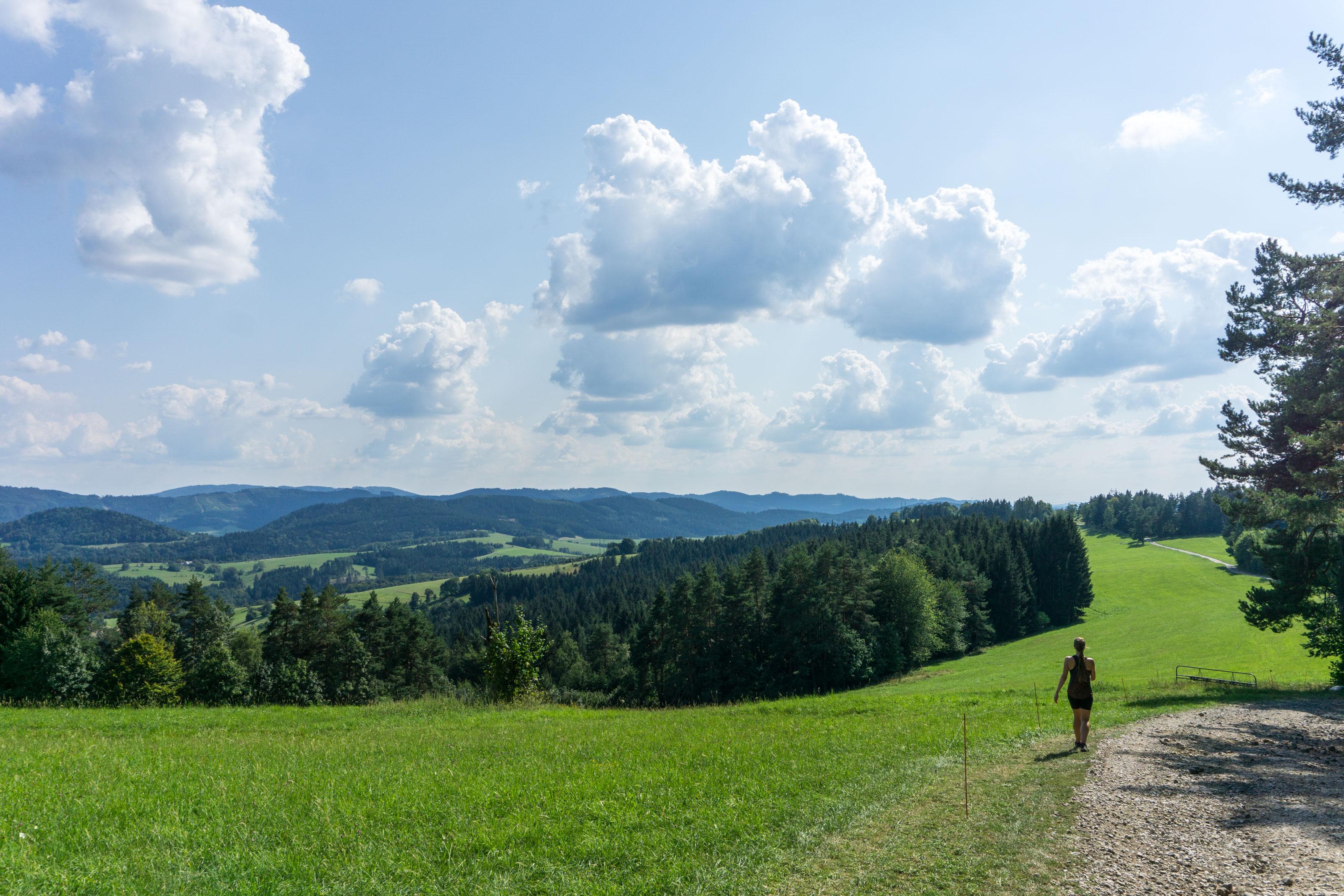 Přes Pulčínské skály a Makytu za panoramatickou krajinou Valašska