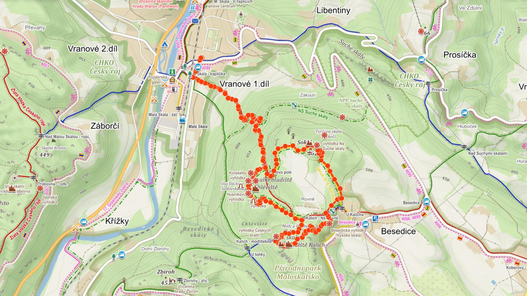 Trasa Besedickými skálami přes skalní bludiště Chléviště a Kalich