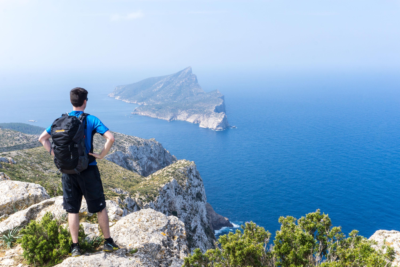 Pěšinou přes mallorské útesy i vnitrozemí s výhledem na ostrov Sa Dragonera