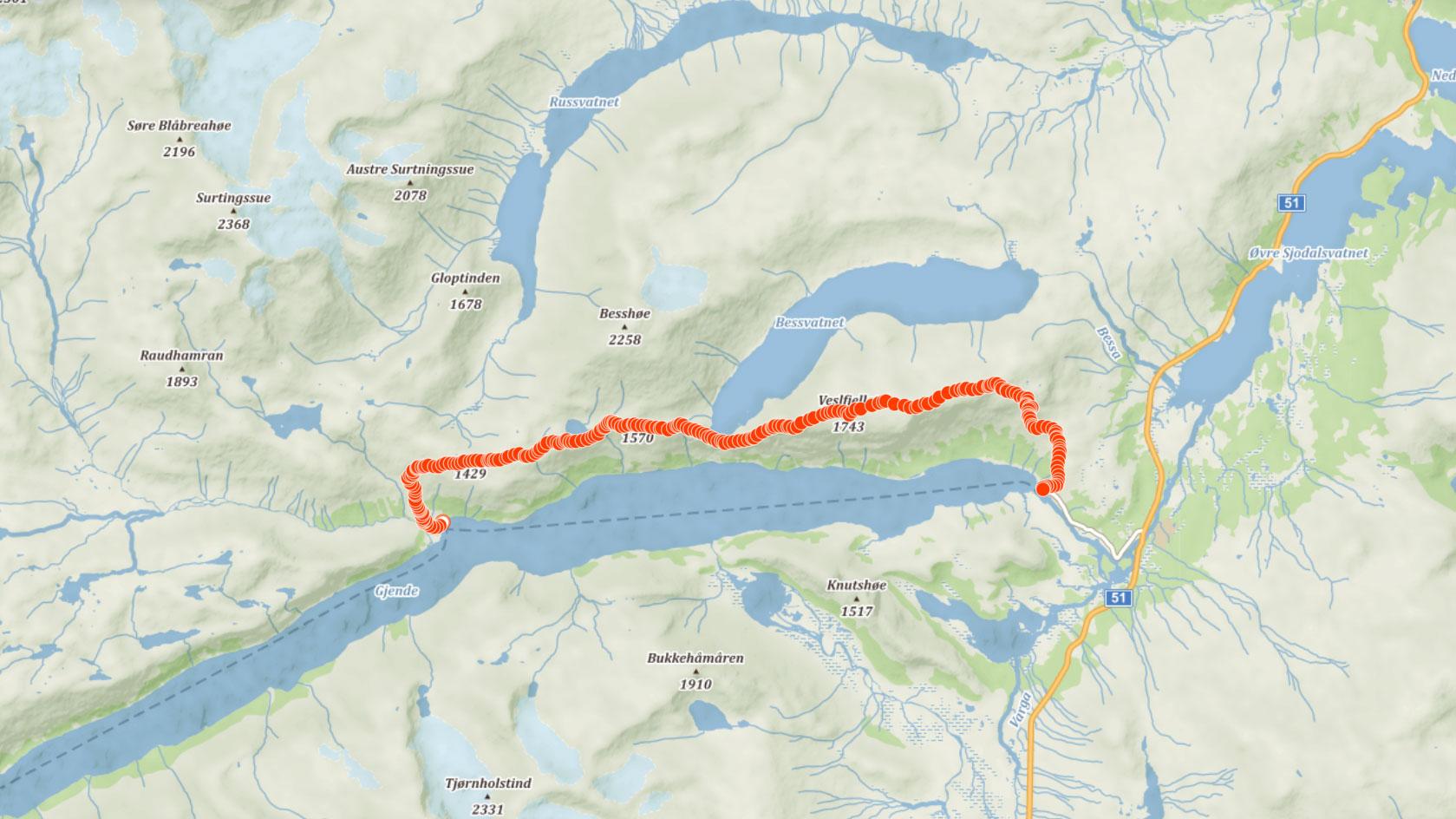 Trasa přes Besseggen mezi jezery Gjende a Bessvatnet v Norsku