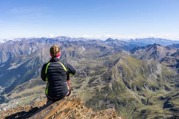 Slunečný třítisícový Pic de Campbieil ve francouzských Pyrenejích
