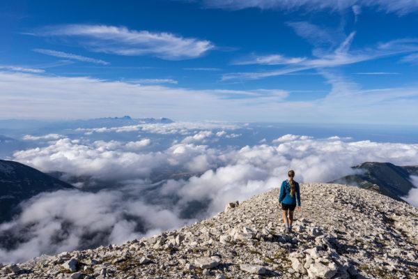 Vysoko nad mraky na Monte Acquaviva v apeninském masivu Majella