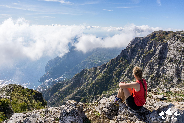 Na vrcholu Monte Catello (Caldara) v Itálii