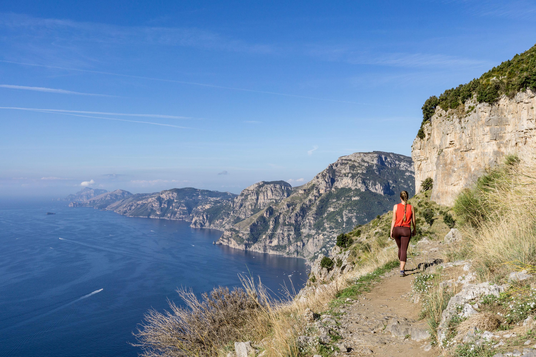 Panoramatická Stezka bohů na pobřeží Amalfi v Itálii