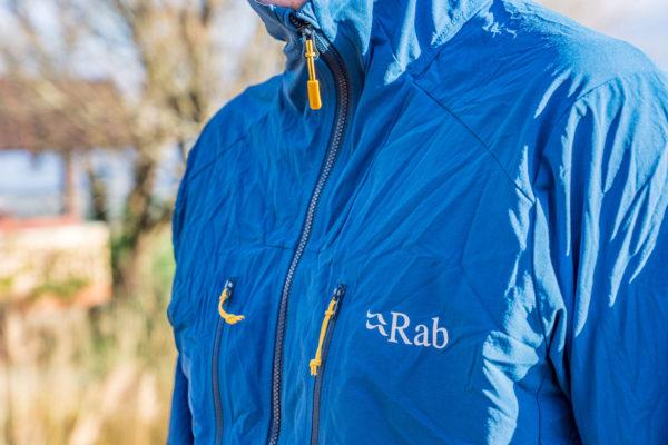 Rab Borealis: lehká softshellová bunda na hory
