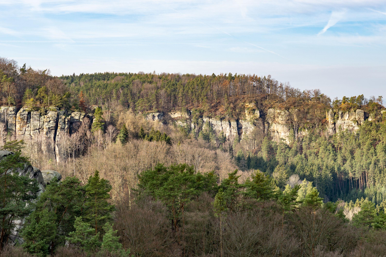 Výlet na Příhrazské skály přes Drábské světničky a hrad Valečov