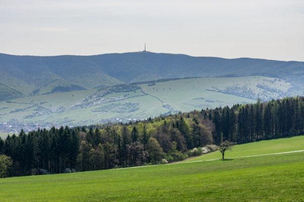 Přes louky a lesy Bílých Karpat na Velkou Javořinu