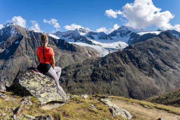 Mezi zaledněnými vrcholy Ötztalských Alp při výstupu na Kreuzspitze
