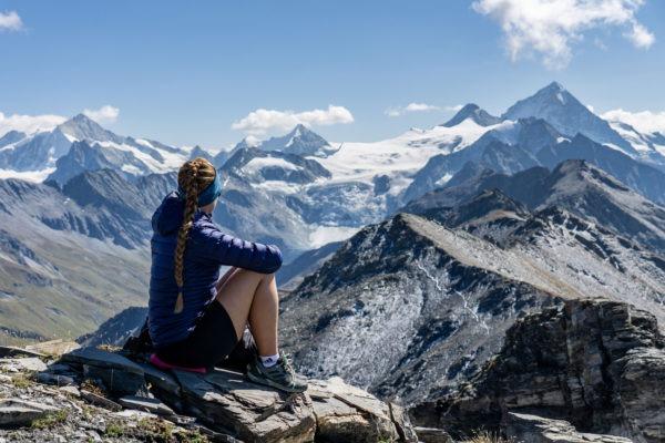Walliské Alpy a jejich krásy z třítisícového vrcholu Sasseneire