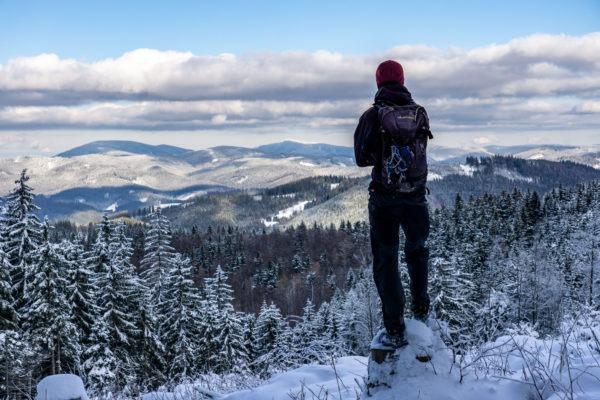 Přes zasněžené kopce Valašska ke Třem křížům na Stracenci