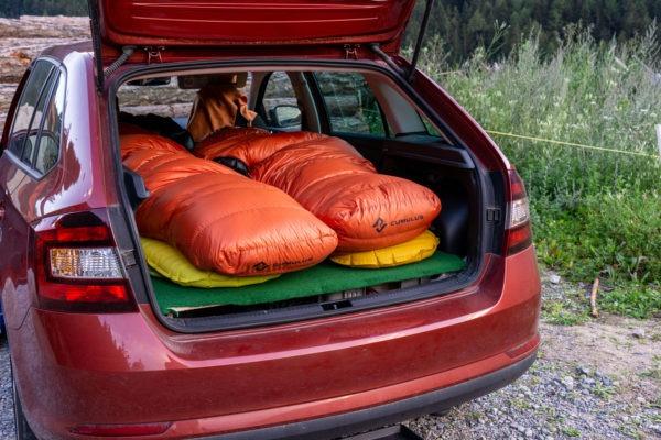 Jak jsme si vyrobili vestavbu na spaní do Rapida a vyrazili do Alp