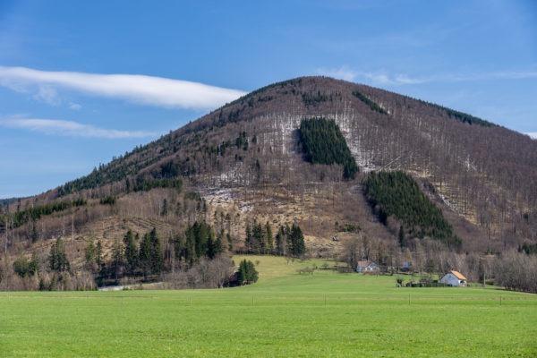 Hledání jara a stezky na Nořičí hoře a Čertově mlýnu v Beskydech