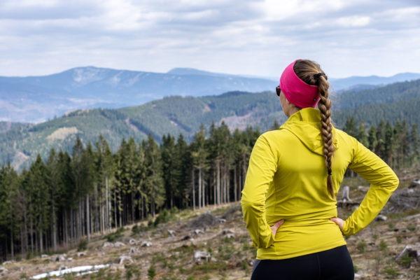 Jarní výlet po kopcích Vsetínských vrchů s výhledy na Beskydy